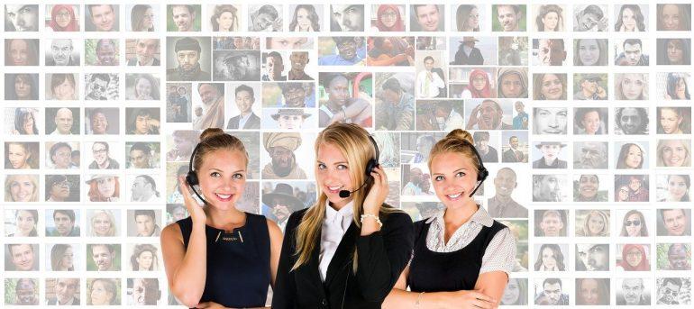 Call center women.
