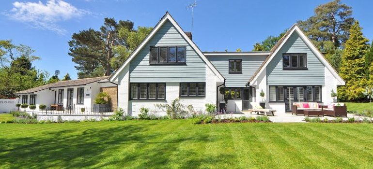considerations when buying a house - a large yard
